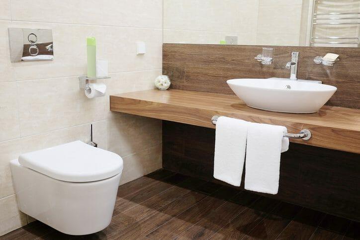 トイレの床をフローリングに張替えリフォームする費用は?