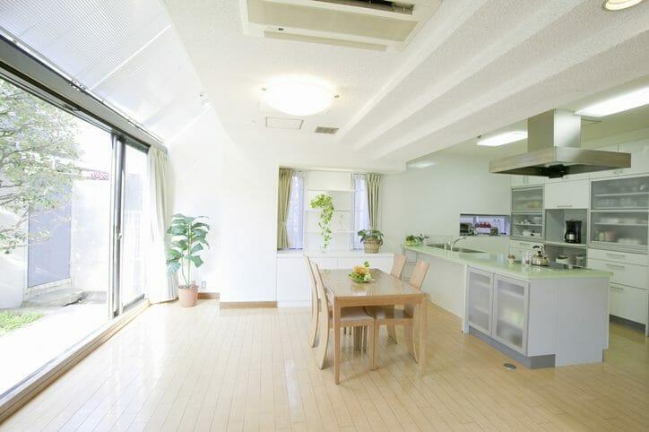 床暖房リフォームの費用や価格相場は?温水式と電気式について15畳を例に紹介