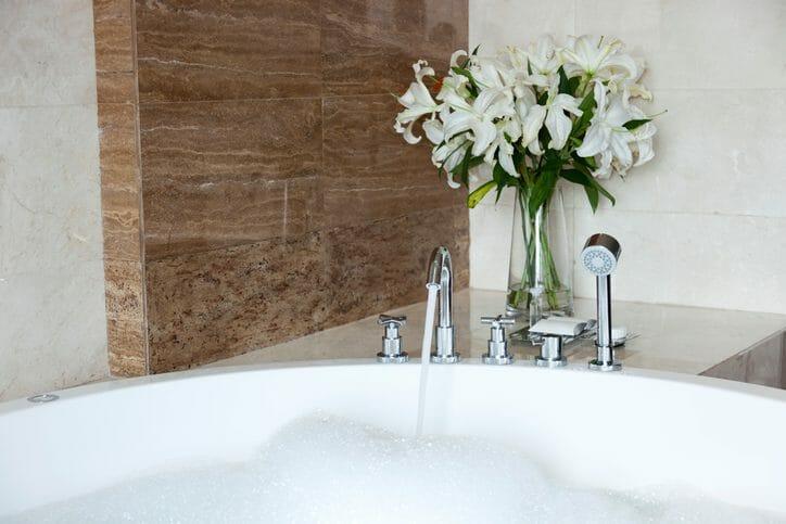 自宅のお風呂の浴室に家庭用ミストサウナを後付けするのにかかる費用や価格は?