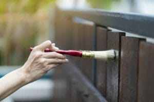 ベランダの塗装や塗り替え補修にかかる費用は?