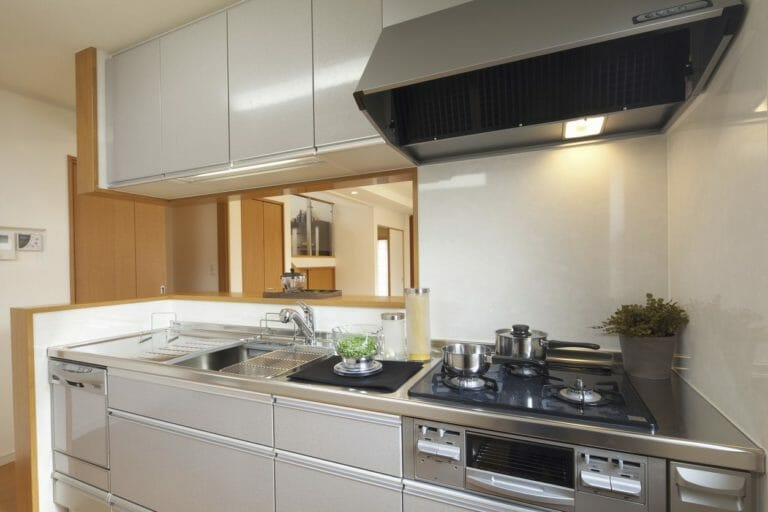 システムキッチンのリフォーム費用や価格の相場は?
