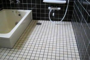格安・激安で水回りのタイルや壁紙の張替えをするには?