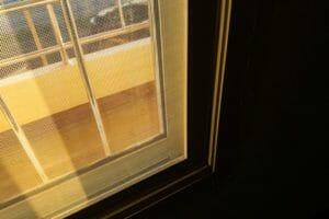 玄関や勝手口に網戸を取り付ける費用・価格の相場は?