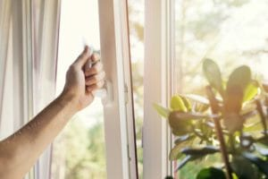 窓の結露を防止するリフォーム費用や価格の相場は?