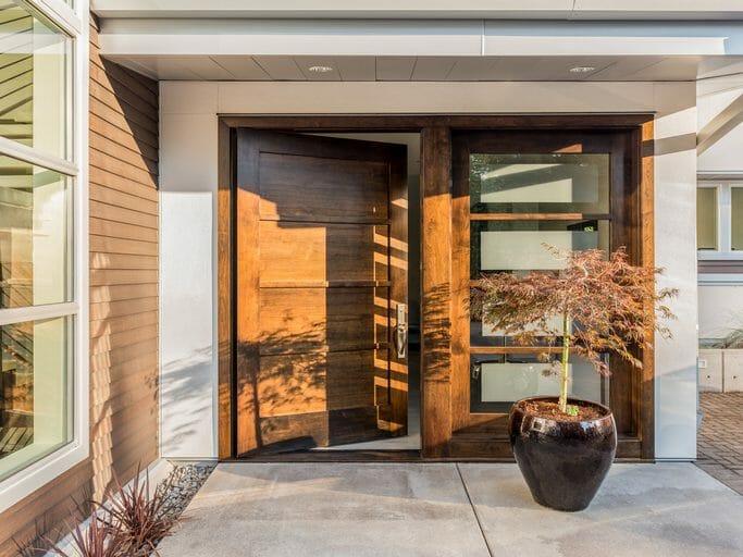 玄関ドアを断熱リフォームする価格や費用の相場は?