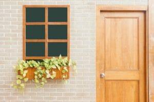 玄関の位置変更リフォームの費用・価格の相場は?