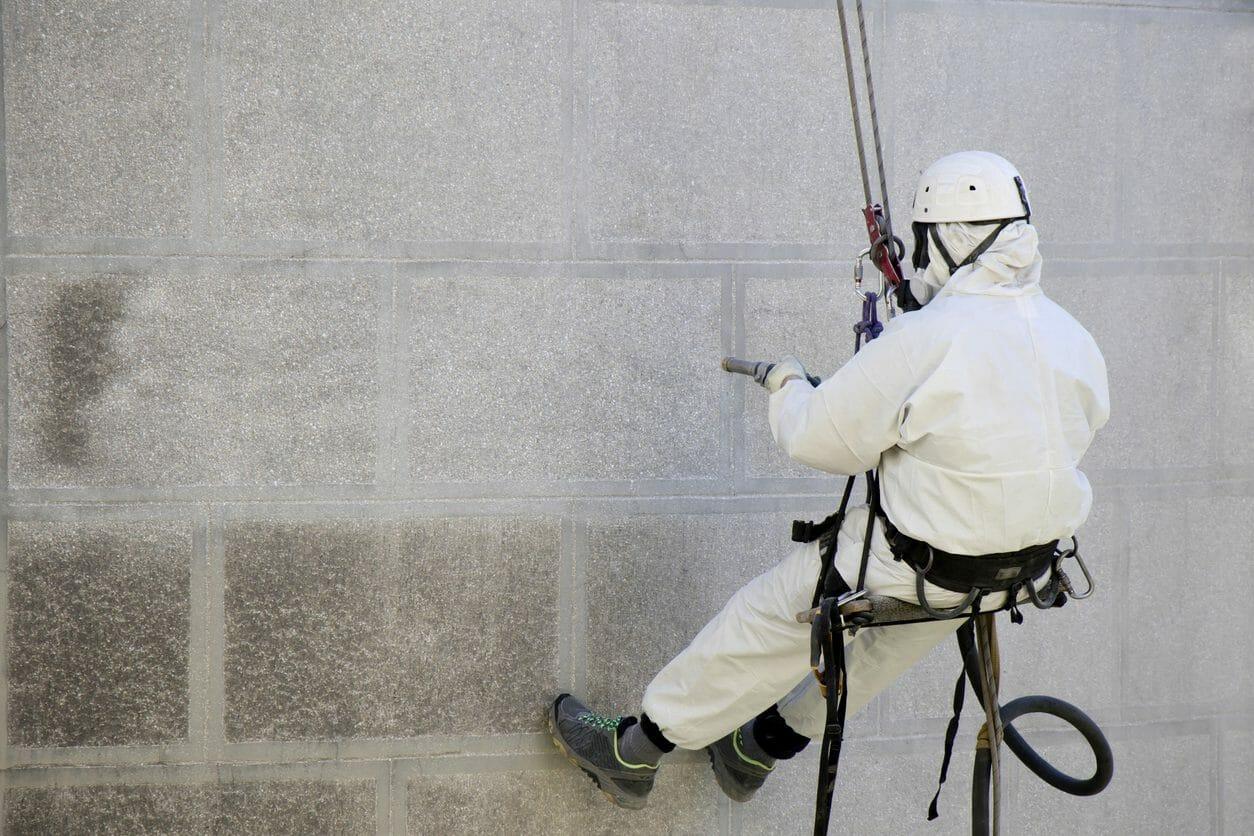 外壁の洗浄・清掃にかかる費用や価格の相場は?