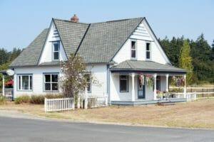 屋根の塗装や塗り替え工事のリフォーム費用・価格の相場は?