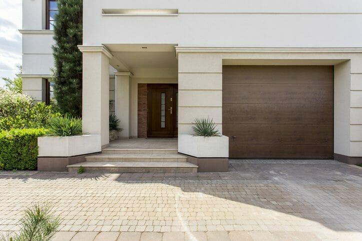 玄関のタイルを貼替えリフォームする費用は?