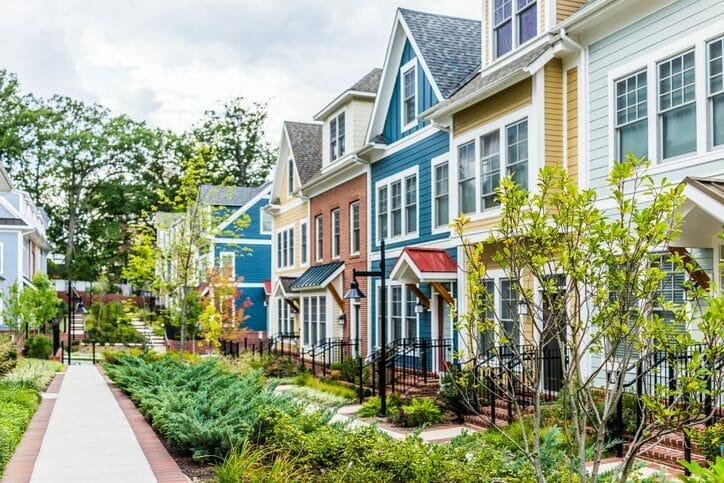 外壁や屋根の塗装で人気の色は?