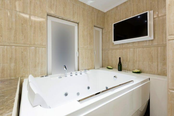 浴室に埋め込みスピーカーを設置するのにかかる費用は?