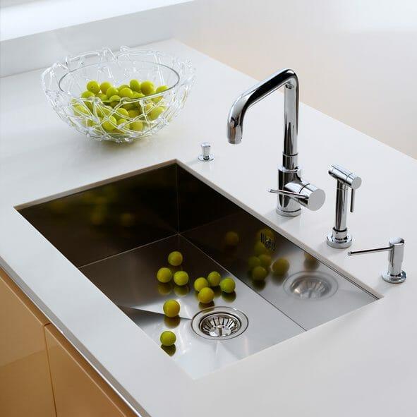 キッチンシンクの素材と機能を徹底比較!失敗しない選び方とは?