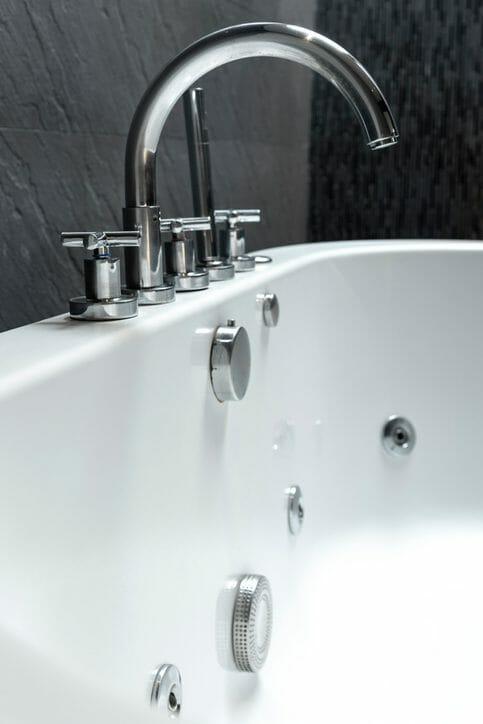 戸建てのお風呂をユニットバスにリフォームする費用や注意点は?