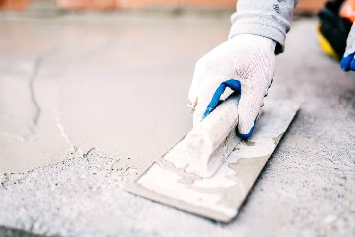 ひび割れの補修対策にも!コンクリート防水のメリットや工事費用をご紹介!