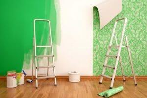 アパート退去時の壁紙貼替え費用は誰が負担?原状回復の範囲も解説