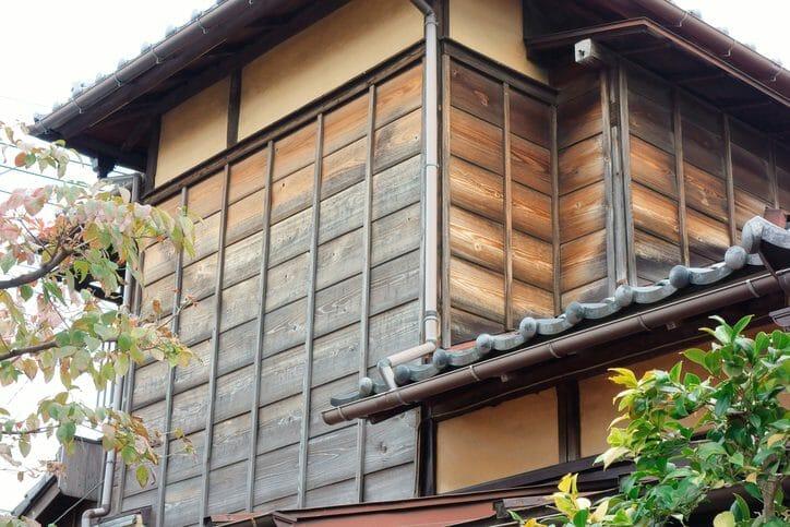 木造住宅の外壁塗装にピッタリな塗料とは?選び方から費用までご紹介
