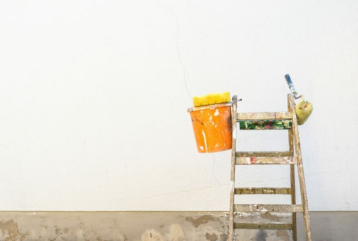 外壁をクリア塗装で守ろう!効果・塗装のコツから費用まで徹底解説