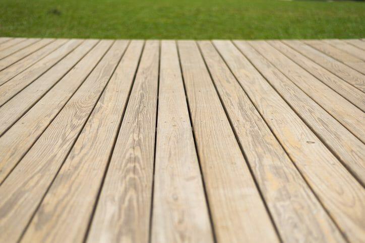 ベランダ床のひび割れ原因と対処法