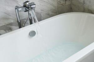 浴槽が割れた場合の修理方法は?費用も解説