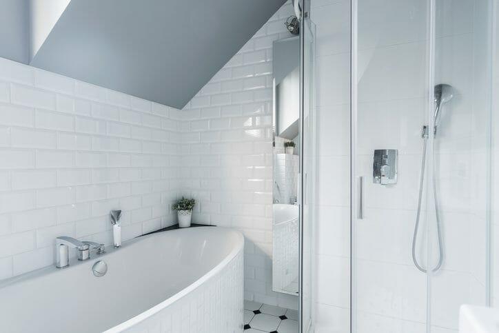 お風呂のタイルからの水漏れ修理にかかる費用は?修理方法も解説
