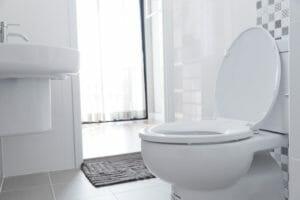 トイレの水漏れの原因は?修理方法も解説