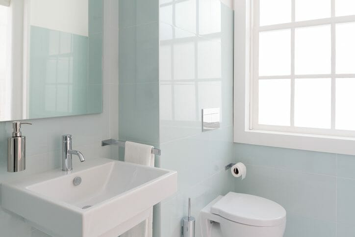 トイレの水漏れの修理料金の相場は?水漏れパターンも解説