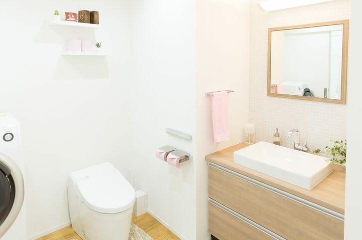 トイレの水漏れ修理にかかる費用相場は?自分で直せる場合も解説