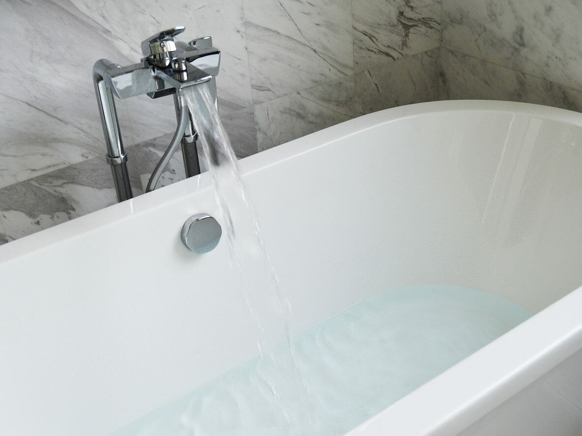 浴室の電気温水器の交換にかかる費用は?