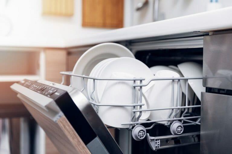 キッチンに食洗機を後付けするのにかかるリフォーム費用は?