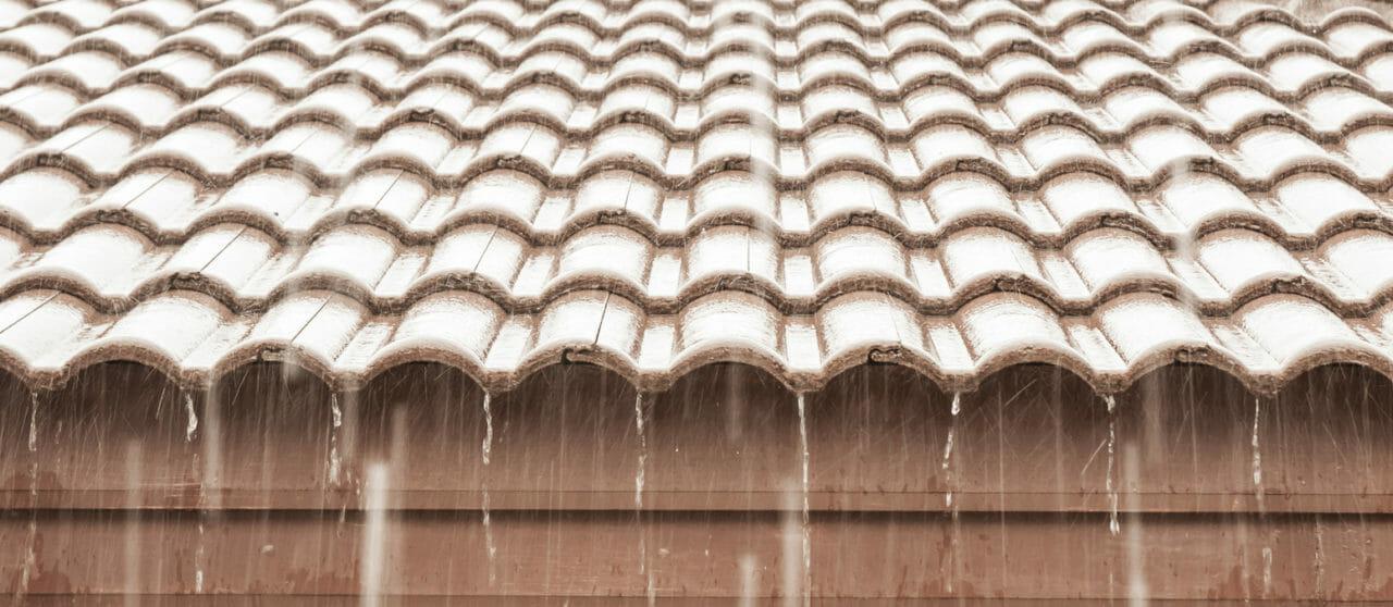 雨漏りの修理には保険を使わないともったいない?『雨漏りと保険』を分かりやすく解説!