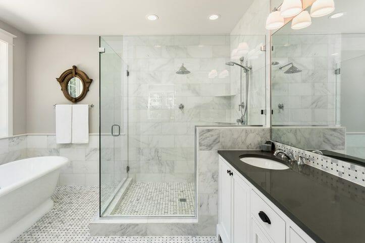 お風呂のドアガラスが割れた場合の修理費用は?修理方法も解説