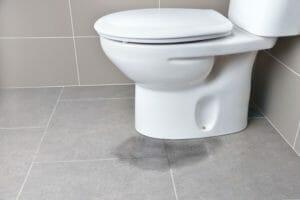 トイレの水漏れの修理代の相場は?水漏れパターンも解説