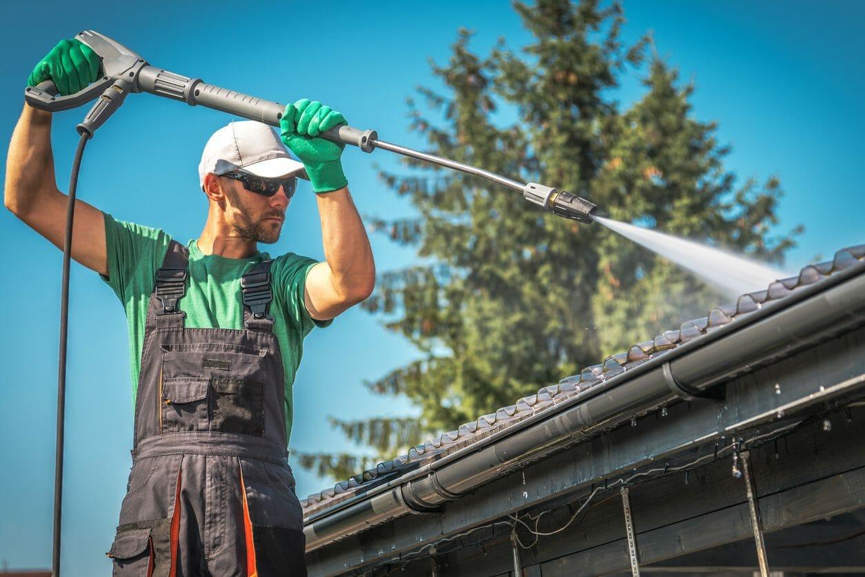 屋根の錆や苔・カビ取り洗浄の費用・価格の相場は?
