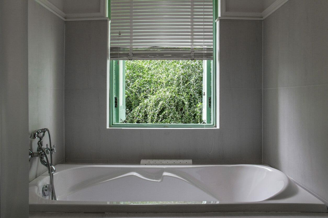 お風呂に窓を取り付けリフォームするメリット・デメリットは?