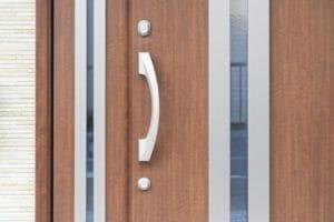 玄関のドアリフォームの価格相場を詳しく解説!