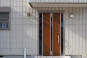 玄関ドアのリフォームの値段と注意点