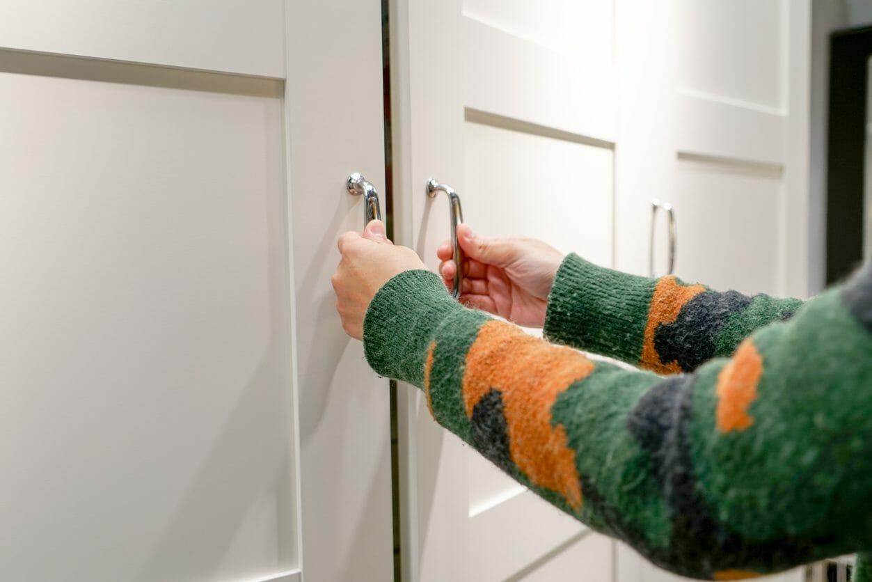 キッチンやリビングの壁面収納のリフォーム費用や価格は?