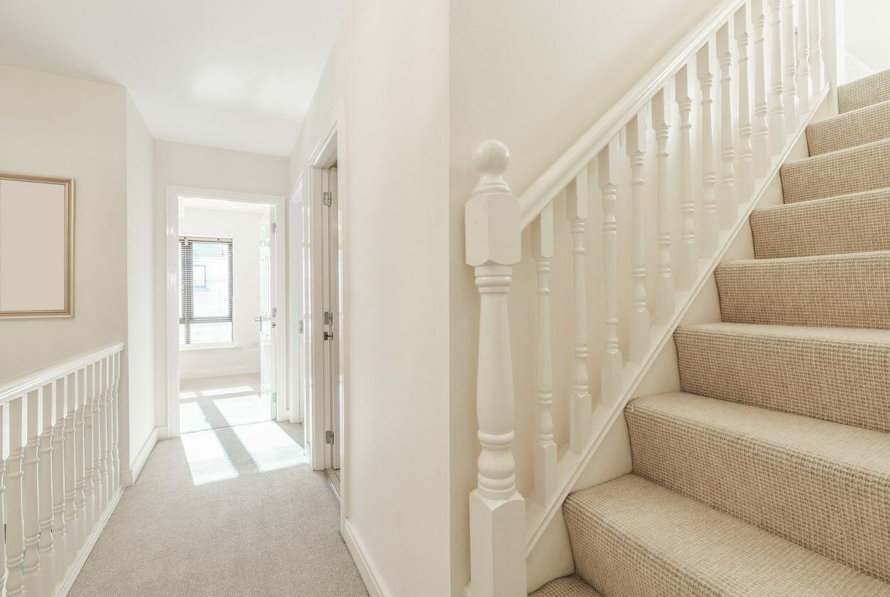 階段をコルクやカーペットに張替えリフォームする費用・価格の相場は?