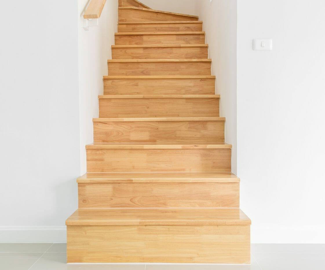 急な階段の勾配・傾斜を緩やかにリフォームする費用・価格の相場は?