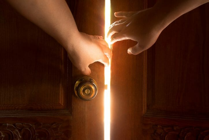 ドアの建て付けを調整する方法について
