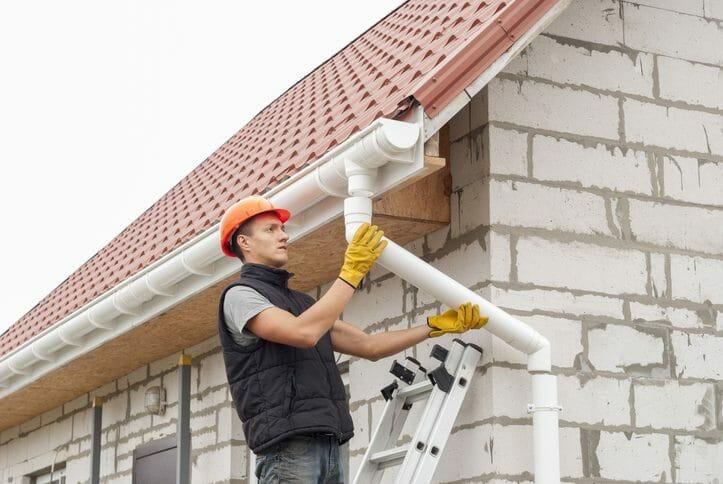 雨樋の修理や交換工事にかかる価格相場と業者の選び方