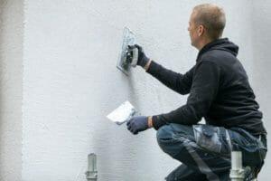 外壁のひび割れはコーキングのDIY補修で大丈夫?