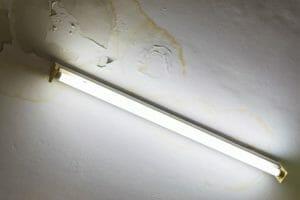 天井 雨漏り 漏電