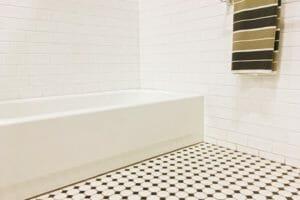風呂の床が変色したときの対処法とは