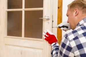 簡単!建て付けの悪いドアの直し方