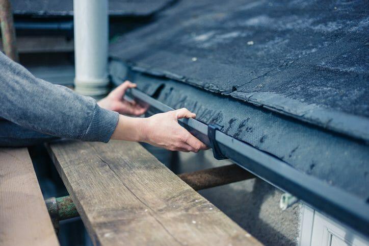 雨樋の取付け&金具の打ち込み方のポイント
