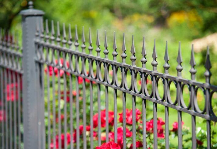 家を演出する外構フェンスの色やデザインの選び方