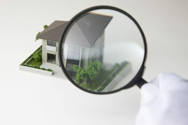 傾いた家の危険性やリフォームにかかる費用について