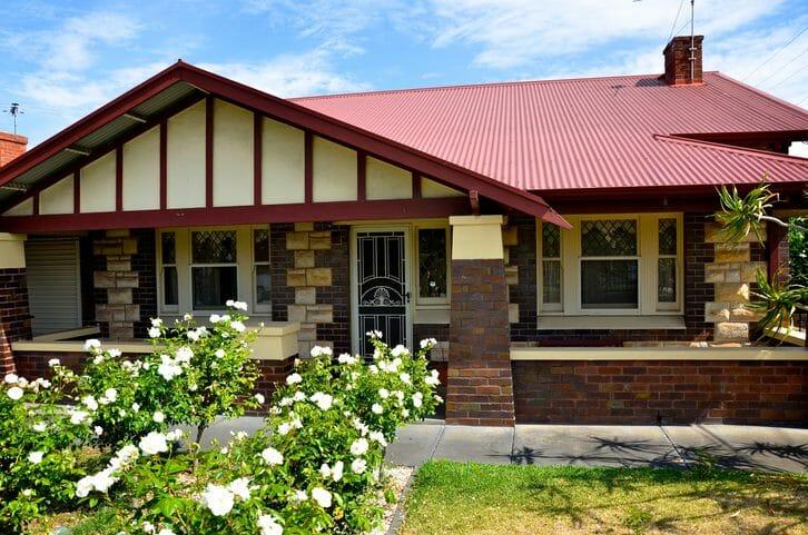 屋根のトタン修理の方法や費用について