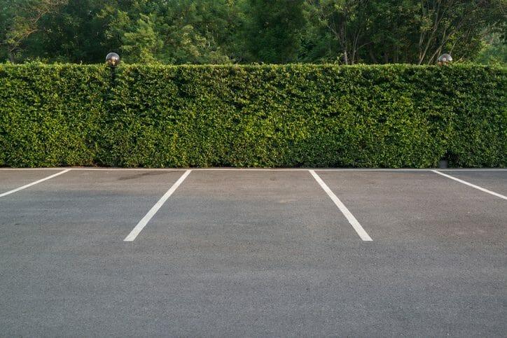 駐車場の外構工事でアスファルト舗装を行う場合の費用相場を解説!